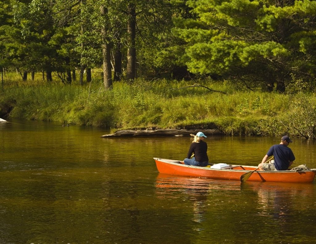 canoeing is one of the best outdoor activities for couples